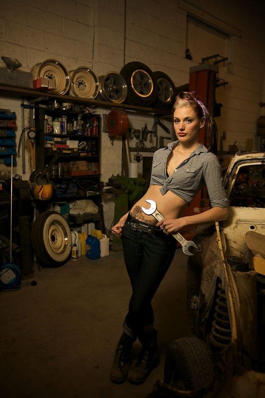 61 best mechanic 39 s muse images on pinterest pin up girls vintage cars and car girls. Black Bedroom Furniture Sets. Home Design Ideas