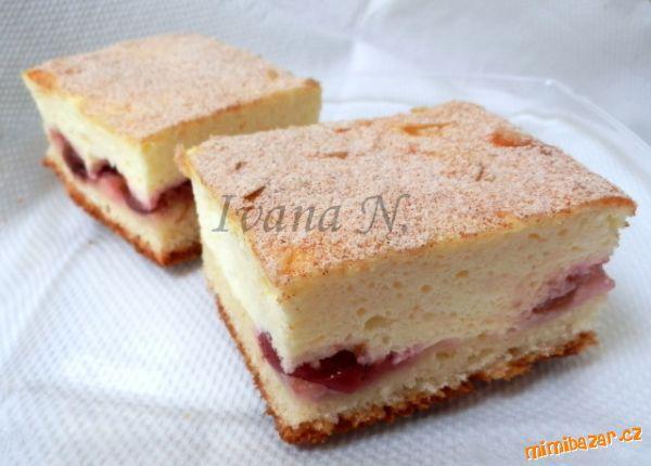Kynutý koláč s tvarohovou pěnou