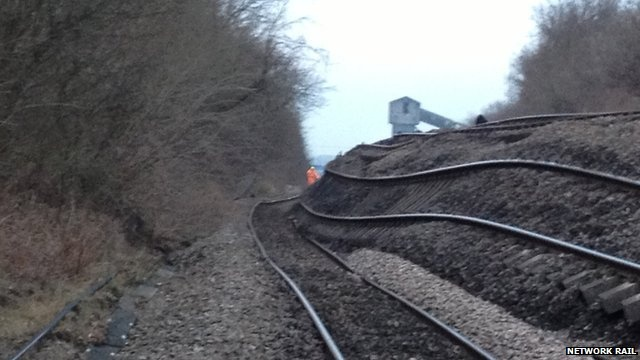 BBC News - South Yorkshire landslip rail line closed for weeks