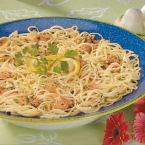 Garlic Salmon Linguine Recipe - made this with chicken, onions, broccoli, and peppers cause I don't like salmon.  Delish!