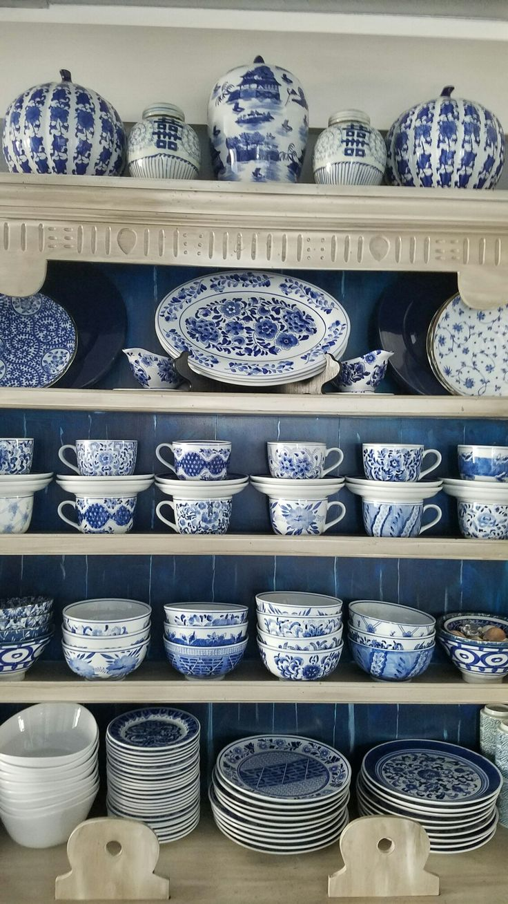 Blue and white ginger jars. Blue and white plates. Chinoiserie