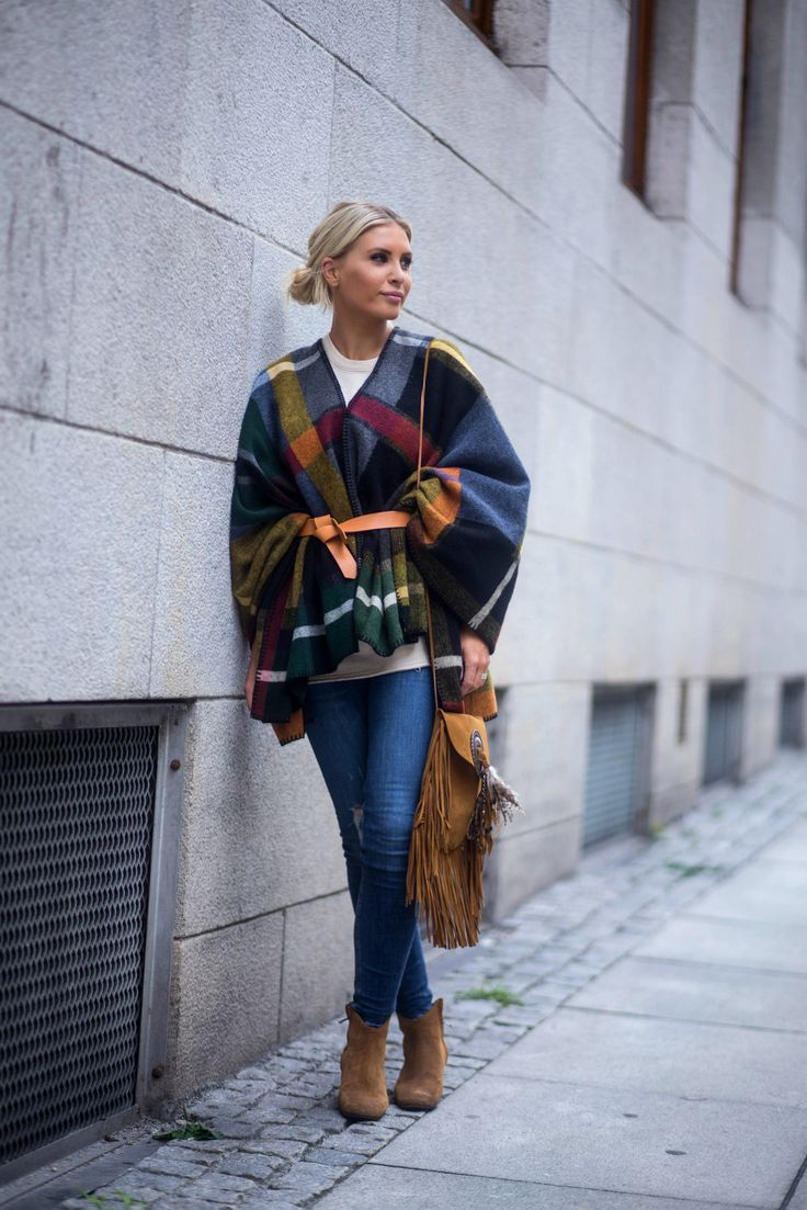 Poncho: Holzweiler Belt: Isabel Marant Jeans: Rag&Bone Shoes: Isabel Marant Bag: Saint Laurent