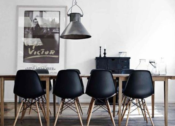12 zwarte eetkamerstoelen onder 80-