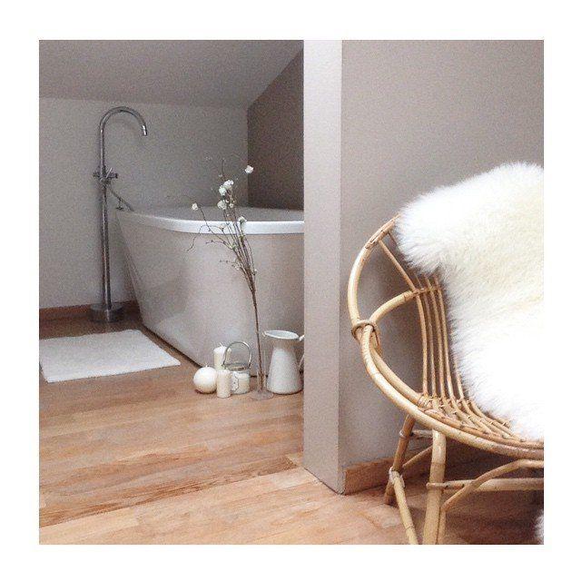 Une salle de bain au style scandinave