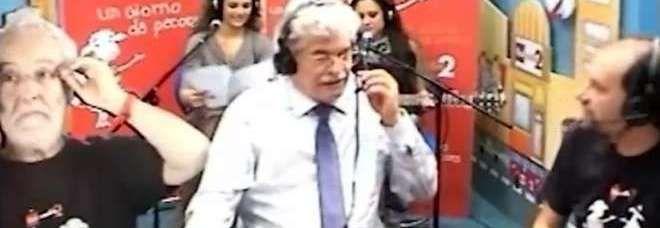 """#news Il Senatore #Razzi e la #Crisi: """"Con 12mila euro al mese non mi resta quasi niente"""" http://www.digita.org/il-senatore-razzi-e-la-crisi-con-12mila-euro-al-mese-non-mi-resta-quasi-niente/ Le dichiarazioni dal senatore del Pdl, Antonio Razzi, rilasciate in diretta a """"Un giorno da Pecora"""" su Radio2, hanno letteralmente scatenato l'ira di milioni di italiani che a stento ormai arrivano alla fine del mese. Polemiche più che giustificate, visto che la lamentela del ..."""