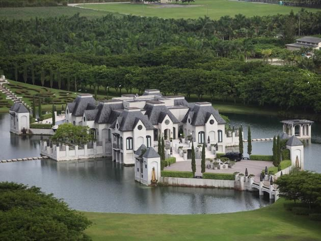 Moated castle in miami and 14 more amazing water homes for Koi for sale florida