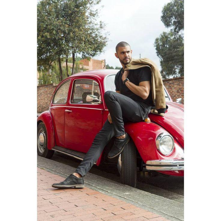 "52 Me gusta, 3 comentarios - Meliza Rodríguez Fotografía (@melizarodriguez.fotografia) en Instagram: ""Gabriel Malo ▪ ▪ ▪ #photoshoot photographer #melizarodriguez #modamasculina #car #volkswagen #man…"""