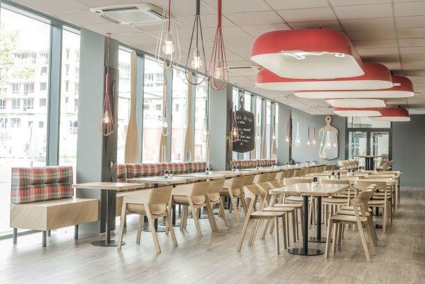 RED CAFE: Prostor nasycený jídlem | Insidecor - Design jako životní styl
