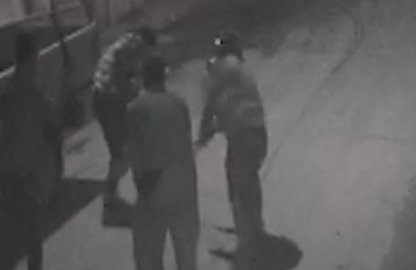 Ali İsmail'in ölümünden hemen önce 12/07/2013 - Türkiye       Ali İsmail Korkmaz'ın ölümüne ilişkin bilirkişi raporuna göre 'sivil polis olduğu sanılan veya polisin yanında yer alan sopa'lılar kameralarda. Ancak kritik 18 dakika silinmiş.Öncesinde ise sopa ile sert müdahale görüntüleri var.