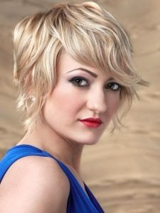 Amazing cut, would look great with dark brown hair that's naturally wavy.