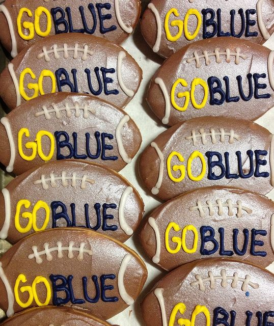 U of M football cookies by BennysBakeryCakes, via Flickr  Yes, we ship cookies!  www.bennysbakerycakes.com