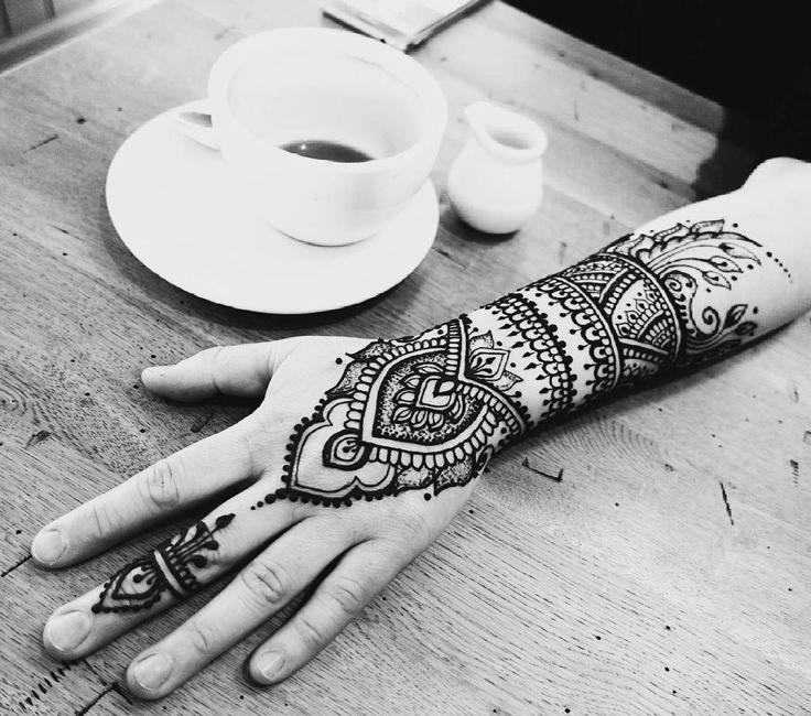 Coffee & mehendi ♡♥♡♥ #mehendi #hennatattoo #henna #mehendiart #mehendidesign #handmade #freehand #black #tattoo #tatuaż #temporarytattoo #mehandi #bodypainting #body #art_4share #art #coffeetime  #coffee  #kawa #meeting #warsaw