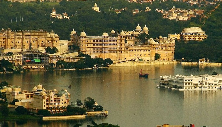 """World Famous """"Pichola Lake"""" in Udaipur"""