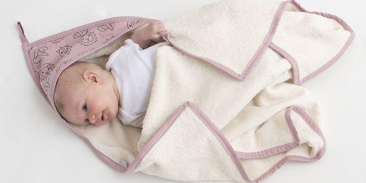 Heerlijk inwikkelen na een badje met deze xl badcape - roze