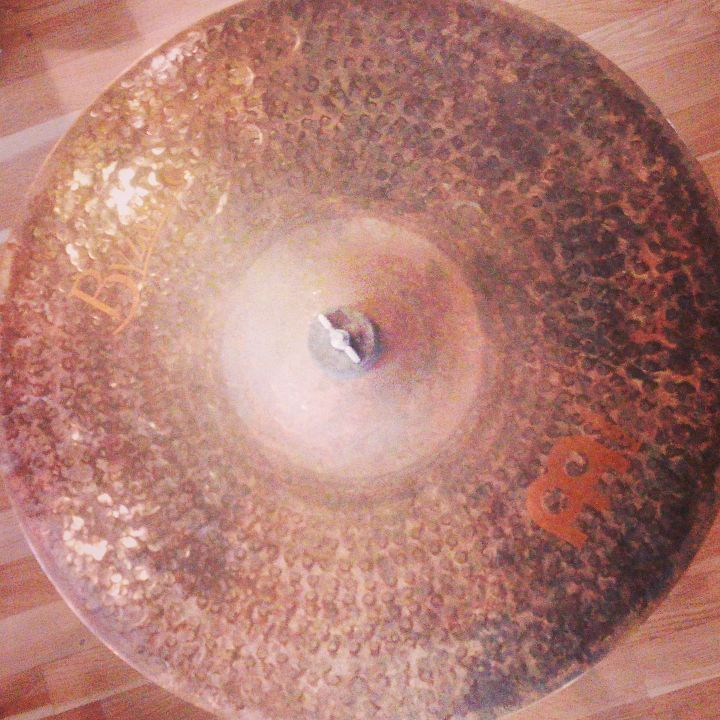 "Kus temného železa Byzance Extra Dry Thin Crash 18"" od firmy Meinl.   http://www.all4drums.com/cinely/3081-meinl-18-byzance-extra-dry-thin-crash-840553005189.html  #all4drums #meinlcymbals #byzance"