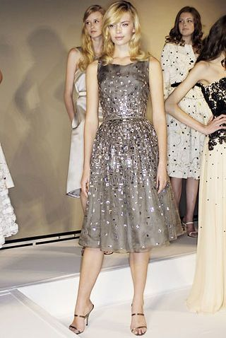 Absolutely love this dress. How perfect would it be for a holiday party or New Years' party?