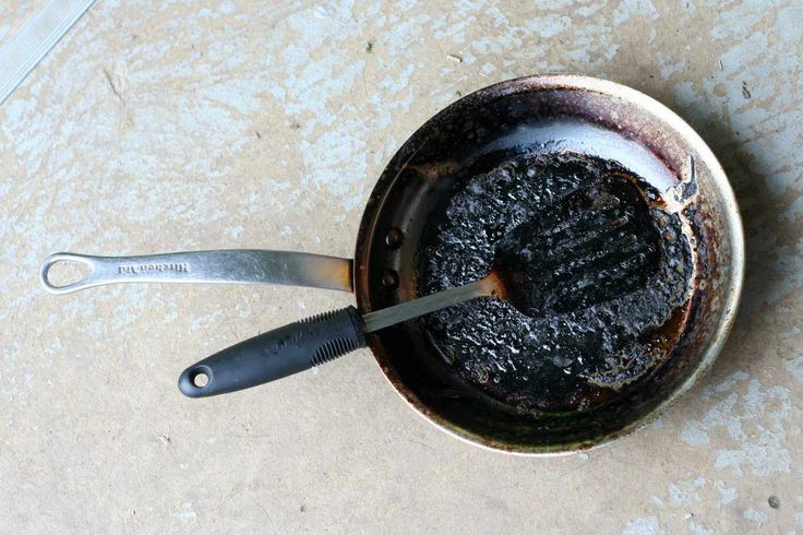 Zo maak je een aangebrande pan schoon