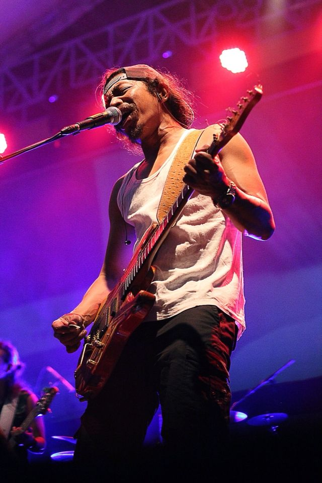 Sonata iwanfalsband #konser #konserbersih #gitaris