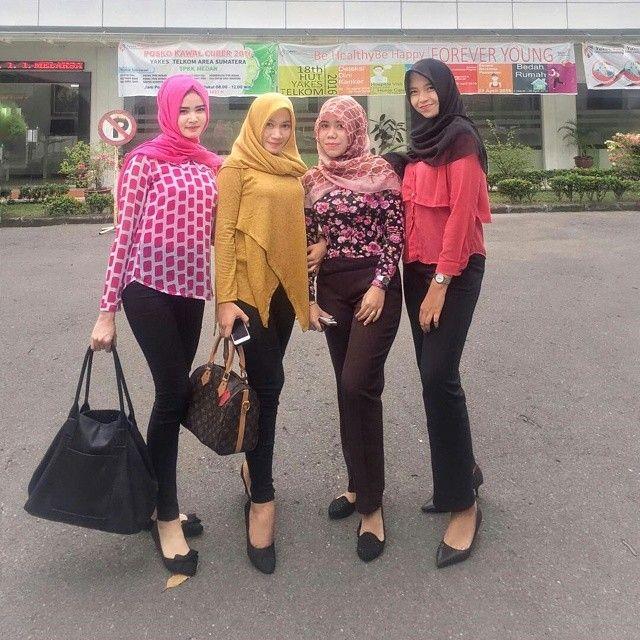 Weekend  Follow @widyayusnita ... ... ... ... .. .............. Follow ig kami ya  #tantejilboobs #wanitakekinian #hijaber #sexy #instawanita #ceweksexy #bidadariselfie  #jilbabimut #ceweindo #hijabers #igohijab #jilboobs #perempuanindonesia #cewekmandi #hijabdaily #cewekcantik #hot #hijaberkece #jilbabsexy #jilbabsexy #hijabstyle #toge #jilbabketat #jilbabhot #hijabstyleindonesia #hijabindo #hijabootd #jilboobscommunity #selfie #boobs #atanyan