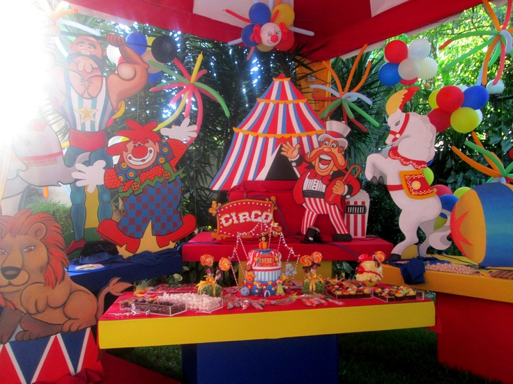Mesa de la torta fiesta de circo decoraci n fiestas for Mesas fiestas infantiles