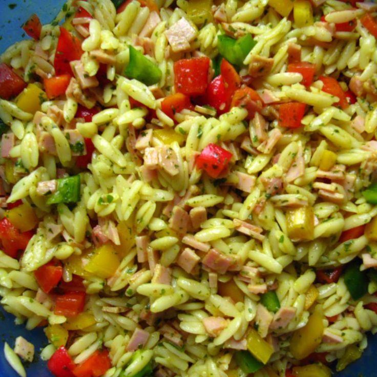 Kritharaki-Salat (Nudel-Salat): *****sehr lecker! Ich mache ihn ohne Schinken, dafür zusätzlich Frühlingszwiebeln, Salatgurkenwürfel und Tomatenwürfel. Die Hälfte Zucker reicht meiner Meinung nach.