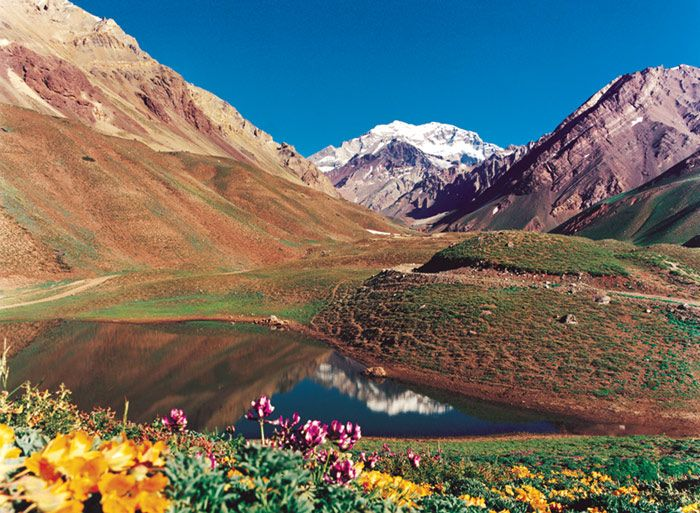 Google Image Result for http://www.escapefromamerica.com/wp-content/uploads/2009/10/mendoza_mountain_view.jpg