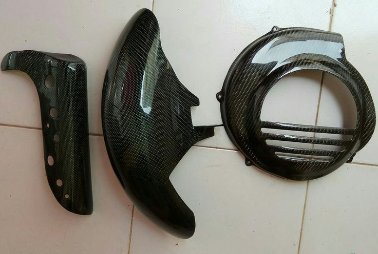 Carbon work for custom skely front fender for Vespa PX