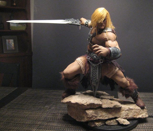 HE-MAN Sculpture @Lee Alvarado this would not fit in your room...