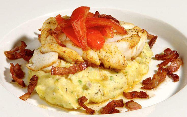 Stekt torsk med bacon og tomat