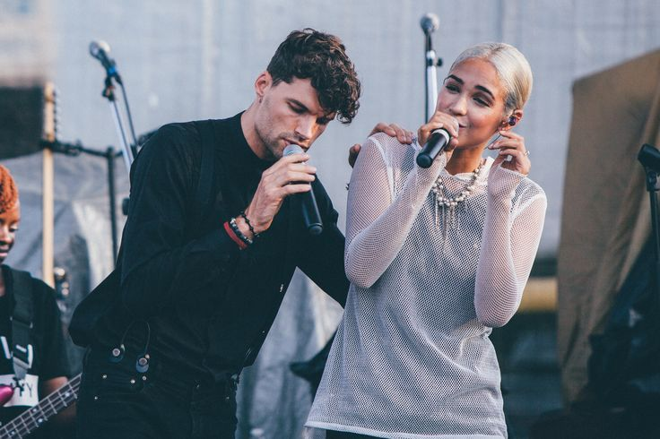Image of Moriah Peters and #joelsmallbone singing a duet live in concert. #moriahpeters  Captured by jessicapottsphotography.com