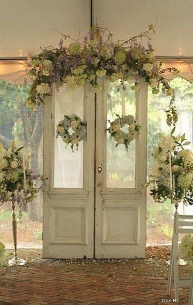 Con b de boda puertas para decorar una boda for Como decorar una puerta de madera
