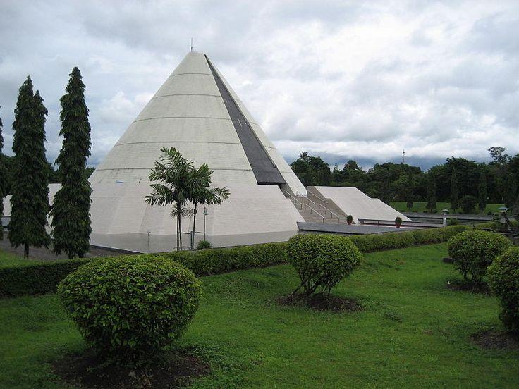 http://upload.wikimedia.org/wikipedia/id/thumb/4/4a/Monumen_Yogya_Kembali.JPG/800px-Monumen_Yogya_Kembali.JPG