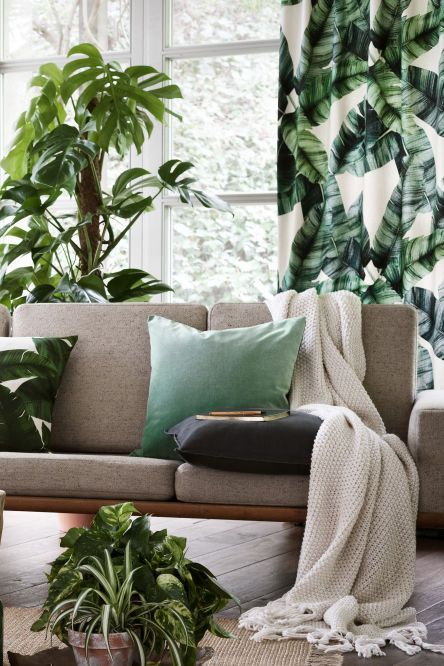Bring the outdoors in with these H&M curtains - love the palm leaf print