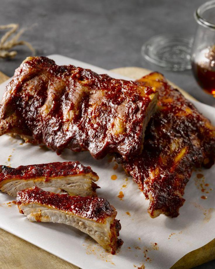 De ribbetjes op de barbecue deze zomer zijn heerlijk verrassend. Met een smakelijke marinade op basis van maple syrup is het zalig peuzelen!