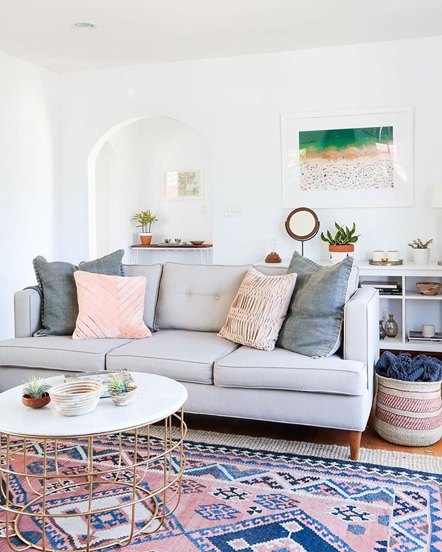 Sharing one more snap of Sheeva's (@localandlejos) beautiful home because honestly, we can't stop staring! Design by @haleyweidenbaum of @homepolish & photo by @tessaneustadt. ➡️ ruemag.com