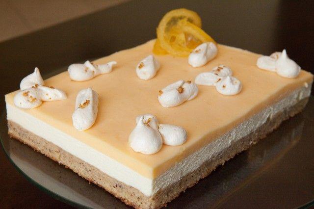 Очень вкусное пирожное Идеально подходит к нашему жаркому климату. Оригинал взят тут http://natapit.livejournal.com/31324.htm l Ванильную панна-котту эаменила на мусс из белого…