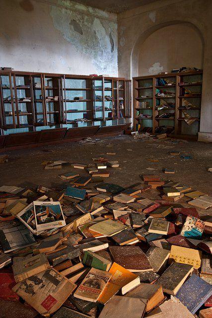 Biblioteca abandonada en un hoten el Pensilvania