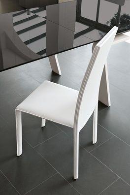Miami egy elegáns minimál stílusú, letisztult vonalvezetésű, puha tapintású szék, bőrszövet borítással.