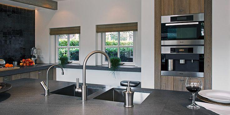 Landelijke woon, leef- en bijkeuken van Tinello Keuken & Interieur  kitchen