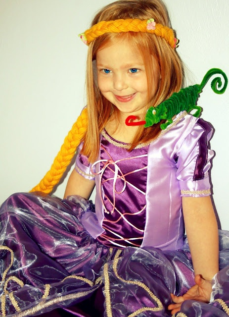 Links for a Rupunzel costume tutorial and Pascal made from pipe cleaners.
