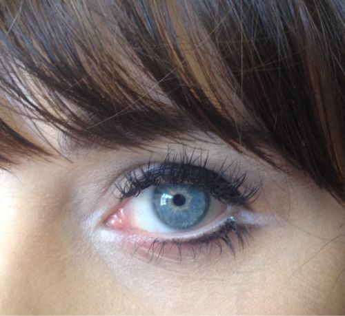 A close up of Zooey Deschanel's eye from makeup artist Jorjee Douglass's Tumblr page.  It reminds me of Lisa Eldridge's Marilyn Monroe makeup tutorial (which is A-MAZING btw).