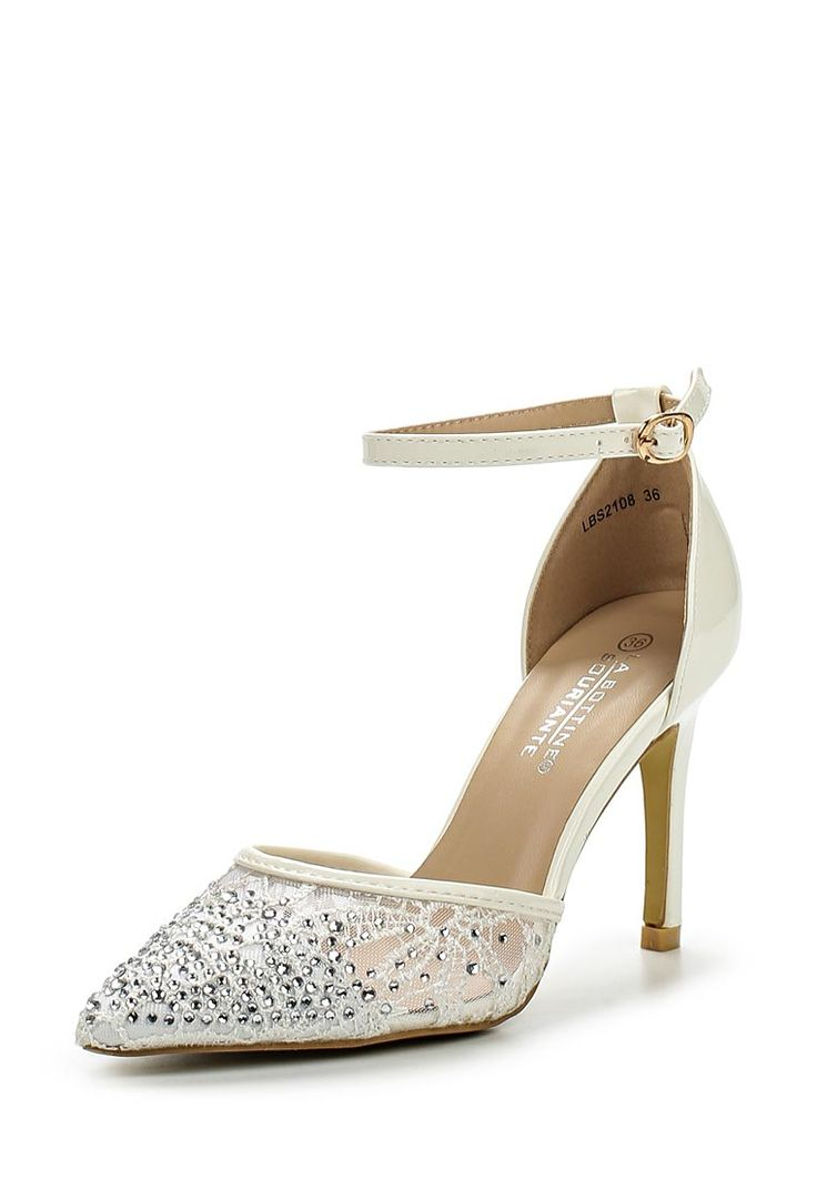 Туфли La Bottine Souriante выполнены из искусственной лакированной кожи; подкладка и стелька из иску