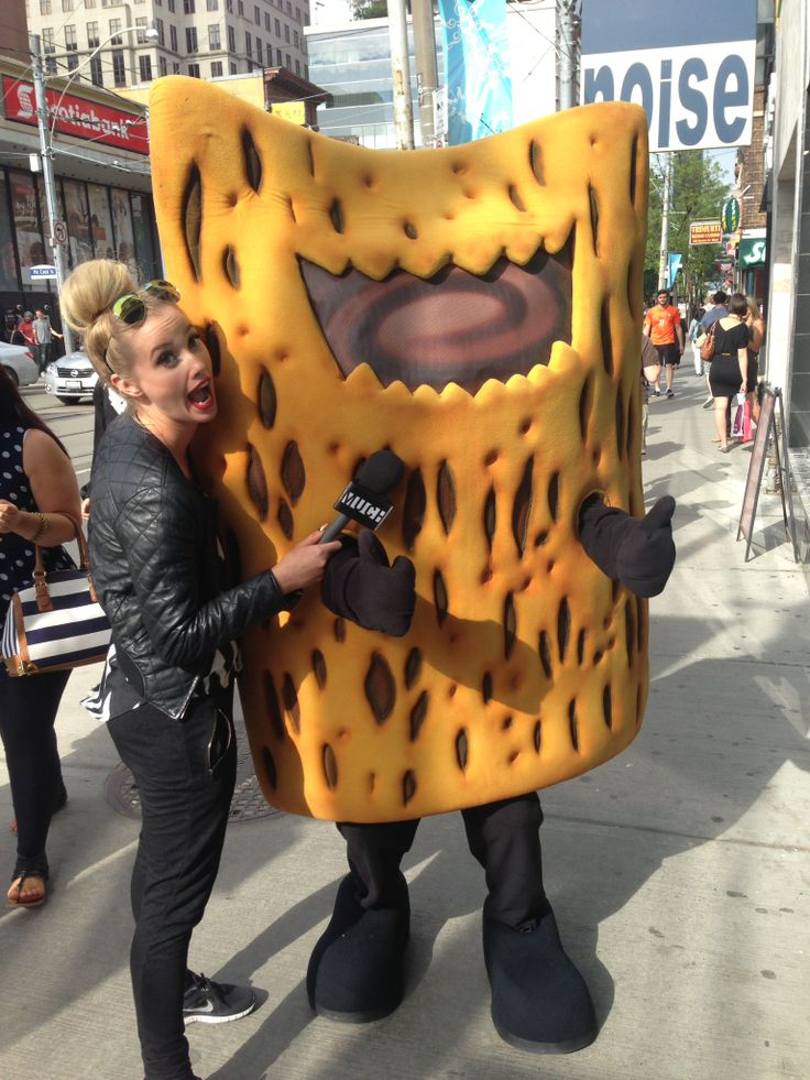 Our friend the Kellgg Krave Chocovore met up with a Much Music VJ at the MMVA's this June!