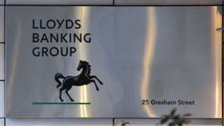 Lloyds Banking Group axes 1200 jobs