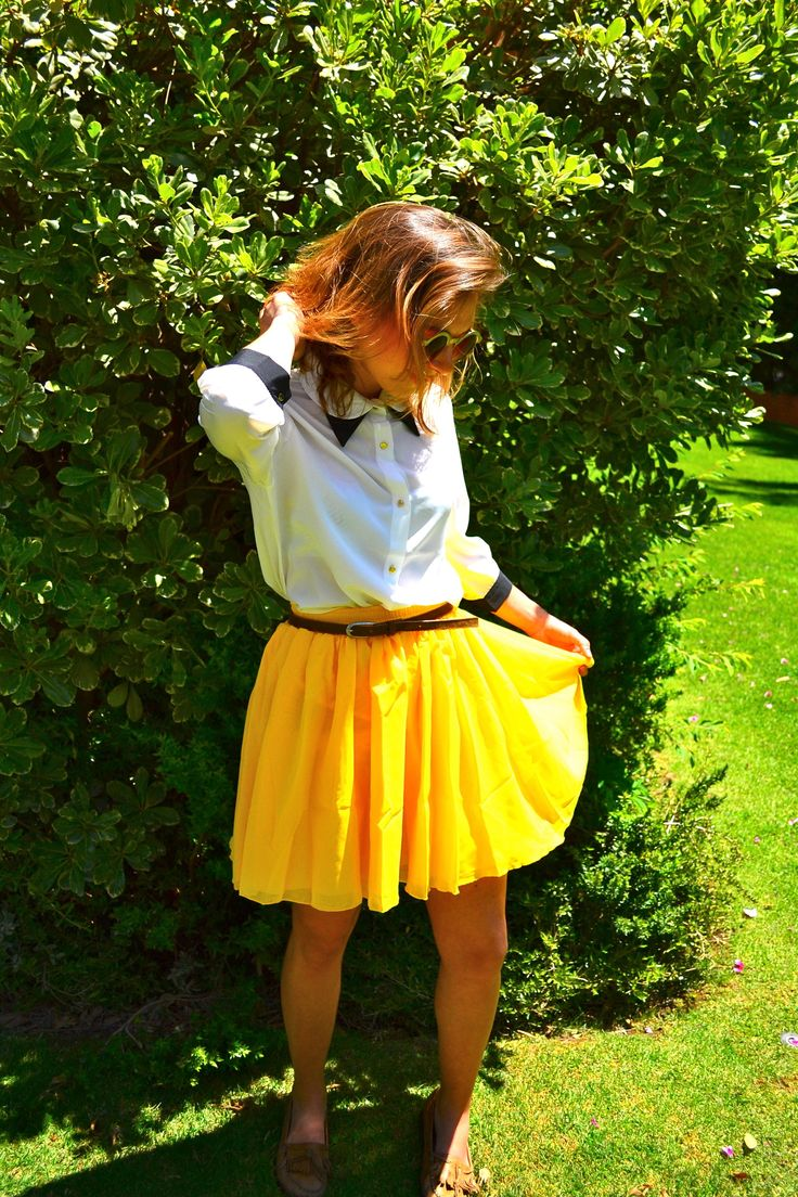 blusa 3/4 botones dorados $8000 falda amarilla $8000
