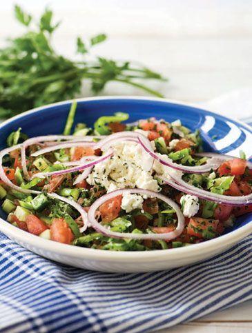 Είναι βουλγάρικη σαλάτα η οποία έχει πολλές ομοιότητες με τη δική μας χωριάτικη σαλάτα.
