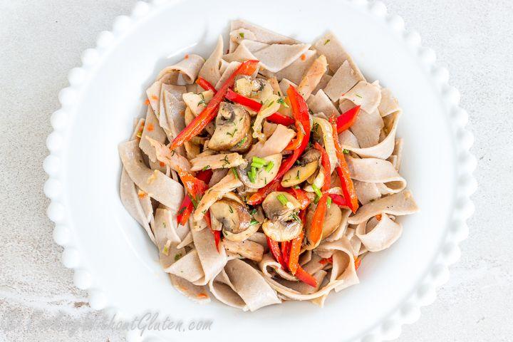 Соба — традиционная японская лапша из гречневой муки, очень популярный продукт не только в Японии, но и по всему миру. Сухую лапшу, также как и различные виды макаронных изделий, можно купить…