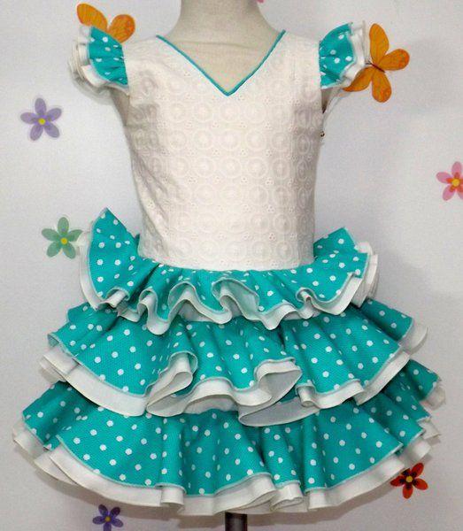 Traje de gitana para niña con cuerpo perforado beige adornado con volantes verde aguamarina con lunar beige.  Puedes encontrarlo en nuestra tienda online http://www.mibebesito.es/trajes-gitana-flamenca-realizados-a-mano-nina/gtn137