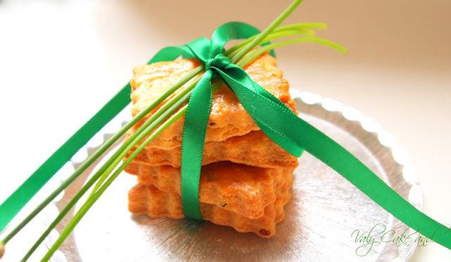 Valy Cake and...: Savory biscuits with chives - Biscotti salati all'erba cipollina http://valycakeand.blogspot.it/2013/07/biscotti-salati-allerba-cipollina.html