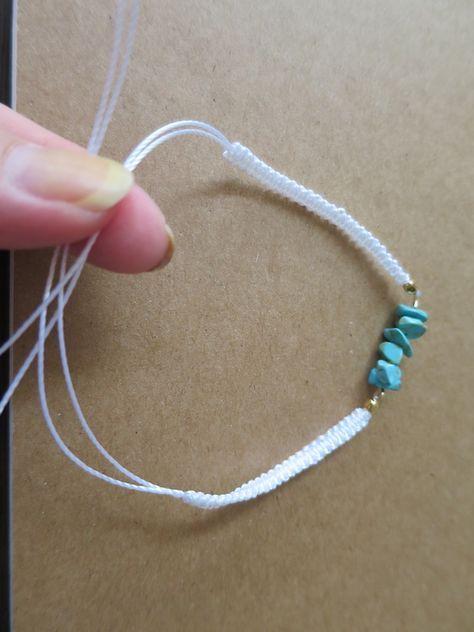 【ミサンガブレスの作り方】初心者でも簡単!平編みの編み方 | Hatorich
